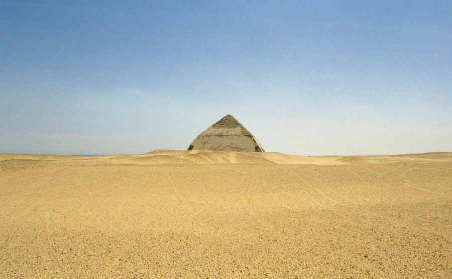 [Fan-Fiction] L'Autre Monde Bent_pyramid_distant